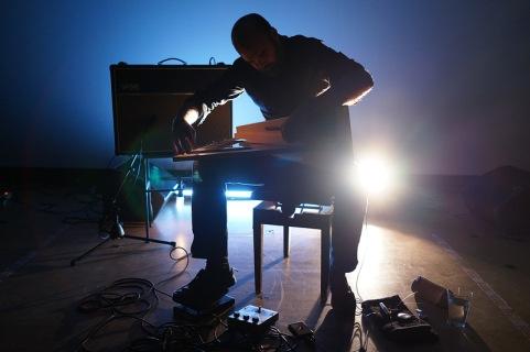 Rhodri Davies playing lap harp Heiko Purnhagen